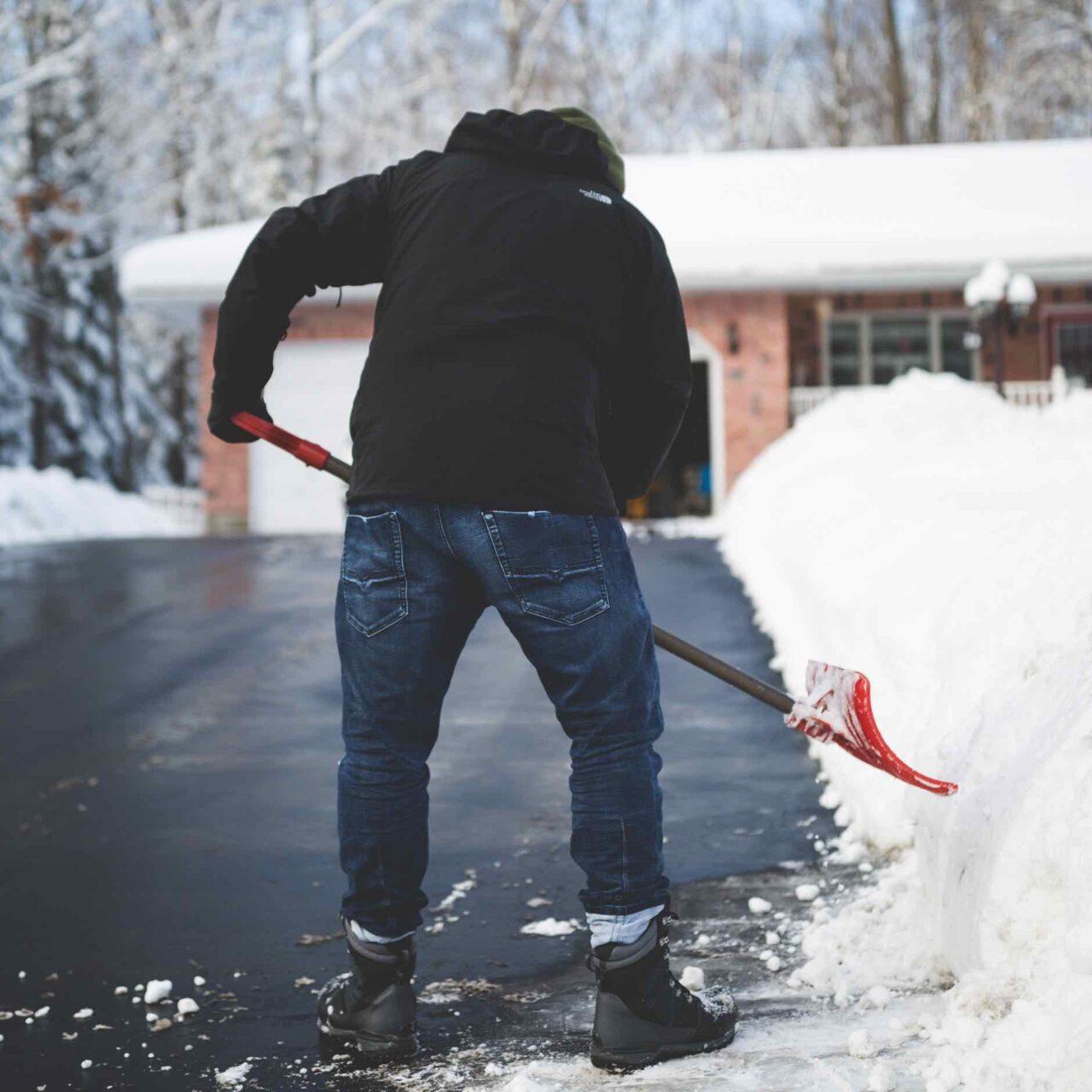 https://mk0mosaichomesep04mv.kinstacdn.com/wp-content/uploads/2021/06/snow-shoveling-small-1280x1280.jpg